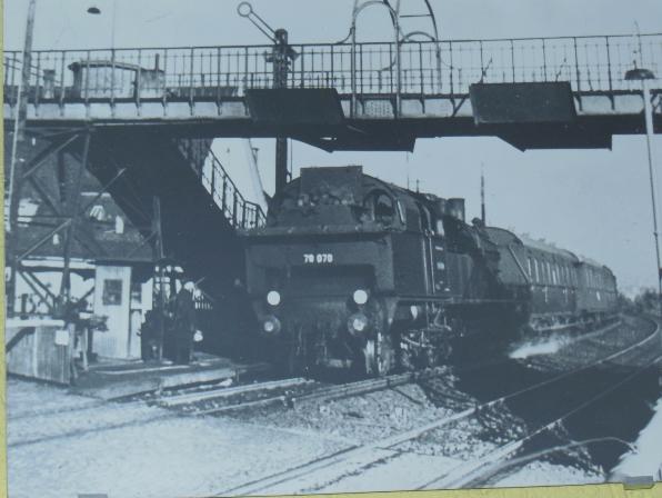 Bahnhof Nied  1948 (gibt es nicht mehr), heute S-Bahn-Halt - S 1, Oeserstraße, , heute Unterführung.